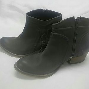 Rebels Women's. Cheyenne Leather Boots.